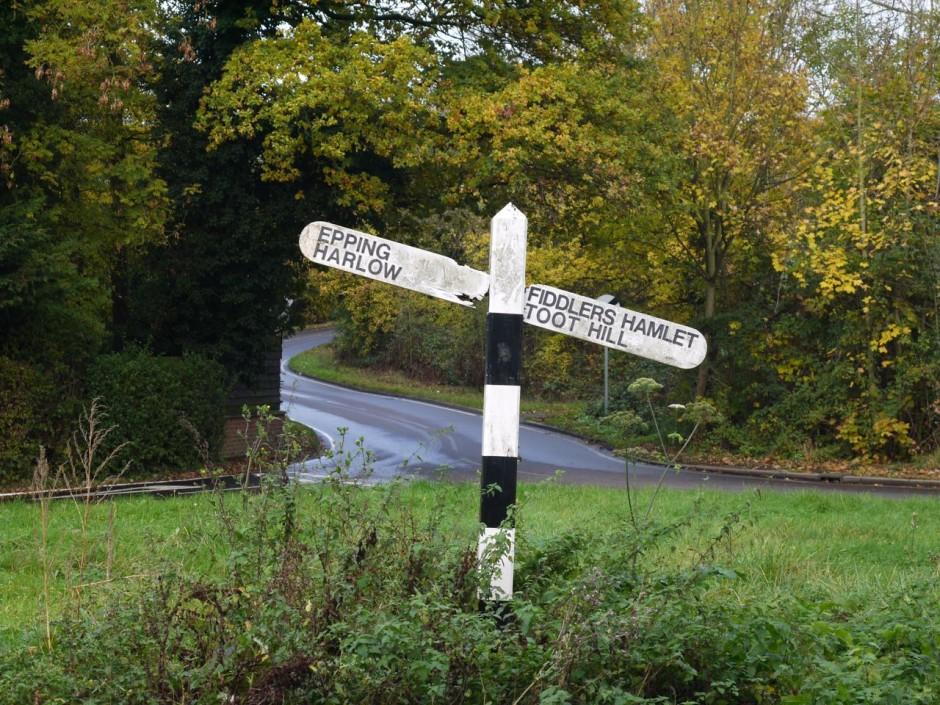 Epping Fiddlers Hamlet sign